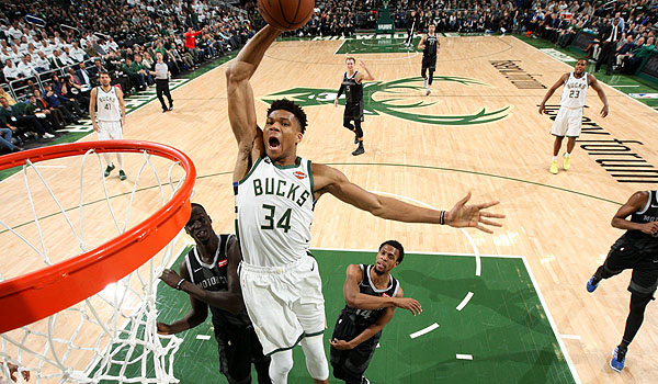 video-bucks-hancurkan-pistons-di-gim-pertama-playoffs