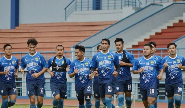 Robert Alberts Larang Armadanya Ikuti Fun Football