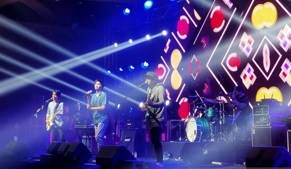 konser-penuh-energi-a-night-with-sheila-on-7